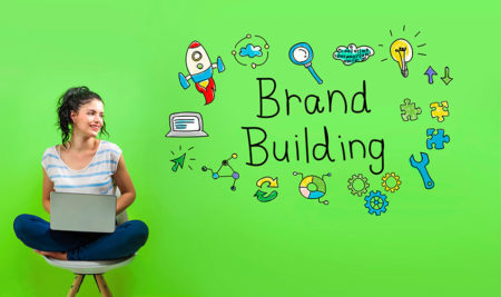 Pirámide de marcas, marcas tractoras, marcas de apoyo y productos asociados